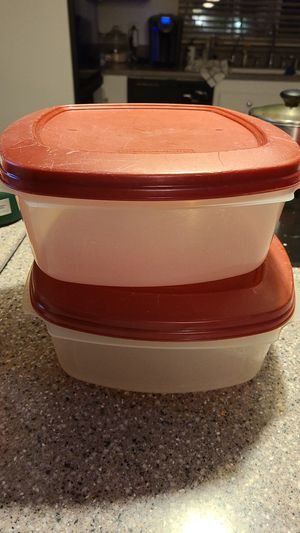 2 Rubbermaid 1.3 Gallon storage red top containers for Sale in Hacienda Heights, CA