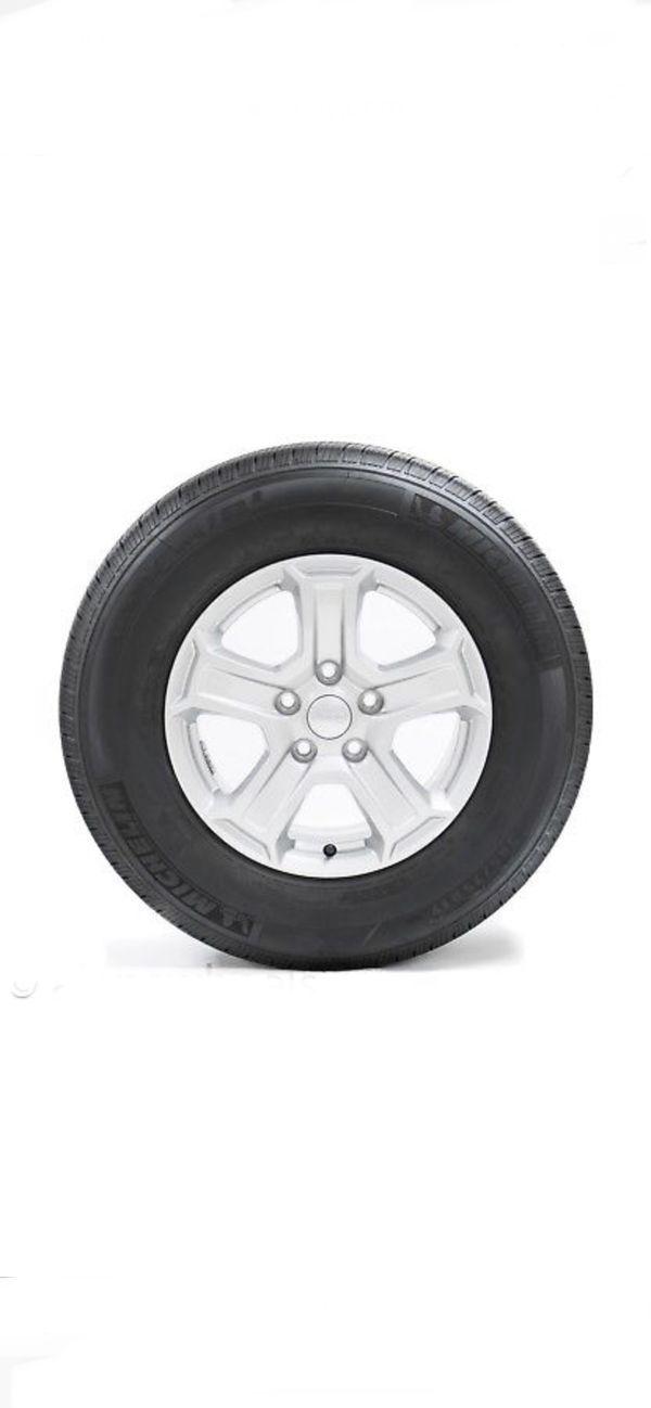 "5 New Jeep Wrangler Sport 17"" Silver Factory OEM Wheels Rims Michelin Tires"