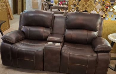 Top Grain Leather Brown Double Reclining Loveseat w/ Console for Sale in Portland,  OR