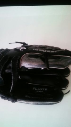 Baseball glove 11in rawlings for Sale in Racine, WI