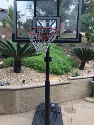Lifetime / shatter proof mobile basketball hoop for Sale in Phillips Ranch, CA
