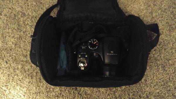 Fujifilm FinePix S Camera & Camera Bag