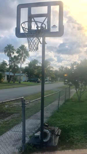 Basketball Hoop for Sale in Hollywood, FL