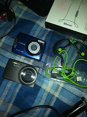 Digital cameras and BT phones for Sale in Tampa, FL