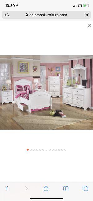 Girls bedroom set- Ashley furniture for Sale in Dublin, OH