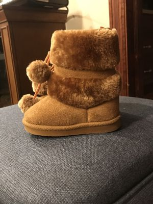 Girls fur boots for Sale in Hazleton, PA