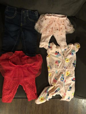 10+ items baby girl 0-3 month bundle for Sale in Fresno, CA