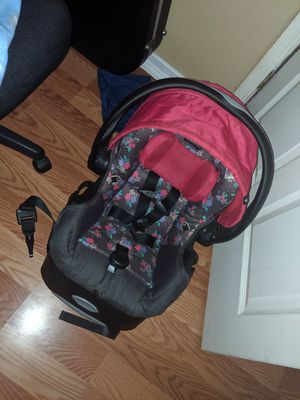 Baby girl carseat for Sale in Houston, TX