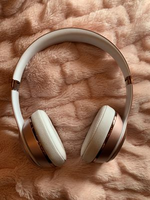 Rose Gold Beats Solo 3 Wireless for Sale in Edmonds, WA