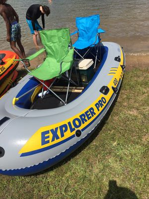 INTEX EXPLORER PRO 400. FOUR PERSON /704lbs INFLATABLE BOAT WITH FOLDING FLOOR for Sale in Alvarado, TX