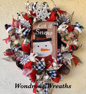 Snowman Christmas Wreath with Cute Burlap Snowmen for Sale in Camarillo, CA