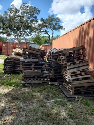 Free pallets for crafts or bonfires for Sale in Thonotosassa, FL