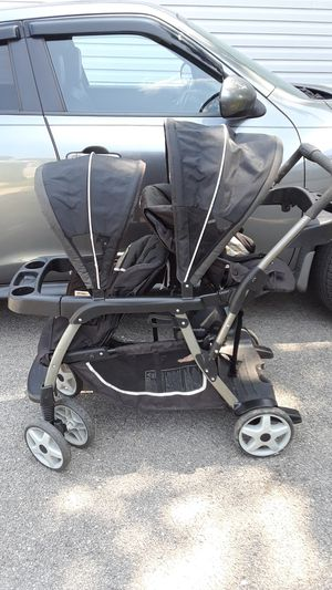 Graco inline double stroller for Sale in Shorewood, IL