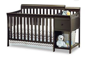 Baby crib /changing table for Sale in Cleveland, OH