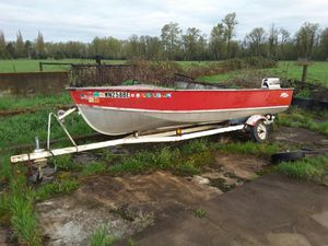 Lund aluminum boat with engine. for Sale in Monroe, WA