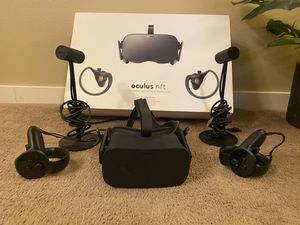 Oculus rift VR headset sensors and controllers for Sale in Lakewood, WA