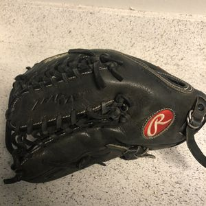 Rawlings Left Handed Outfield Glove for Sale in San Bernardino, CA