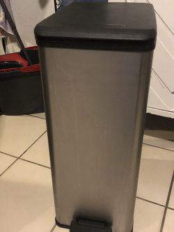 Trashcan for Sale in Los Angeles,  CA