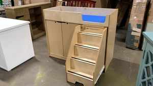 NEW Jonti-Craft 5131JC Changing Table with Stairs for Sale in Hilliard, OH
