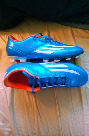 Like new men's Adidas soccer cleats size 11.5 for Sale in East Amherst, NY