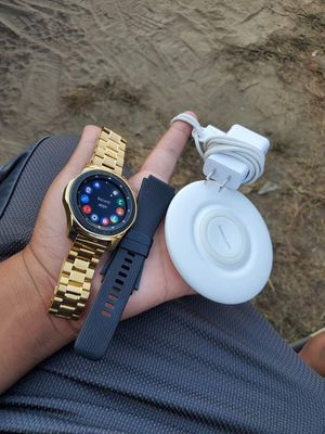 Galaxy Gear S4 46mm silver on all gold style! I will connected for you work on iPhone or Android user devices new 10/10 100% you will be satisfied wi for Sale in La Habra, CA