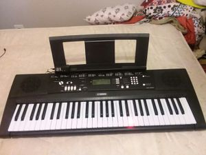Yamaha EZ-220 Keyboard Piano Lights Up With Adapter for Sale in Denver, CO