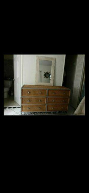 Dresser and mirror for Sale in Pompano Beach, FL