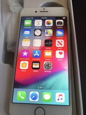 Apple iPhone 8 64gb white unlocked clean imei for Sale in Corona, CA