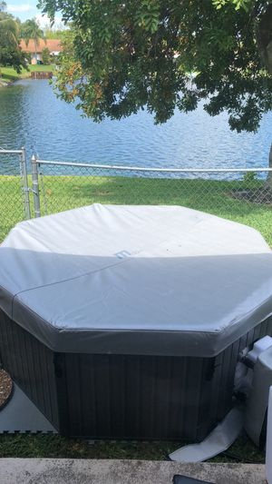 Hot tub / Jacuzzi / Hot Springs for Sale in Fort Lauderdale, FL