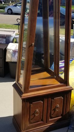 Tapered Curio Cabinet for Sale in Buena Park,  CA
