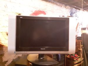 PANASONIC TC-32LX20LCD for Sale in St. Louis, MO