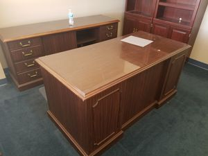 GREAT WOOD,EXECUTIVE DESK MATCHING CREDEBZA for Sale in Abilene, TX