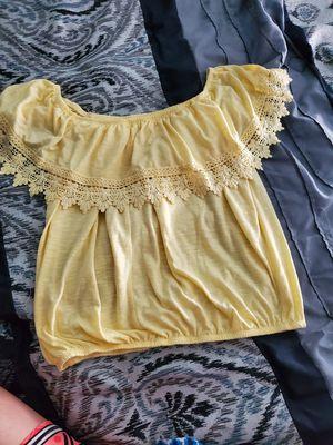 Off shoulder Large blouse for Sale in Pasadena, TX