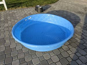 Free kids pool and dog bowls for Sale in Torrance, CA