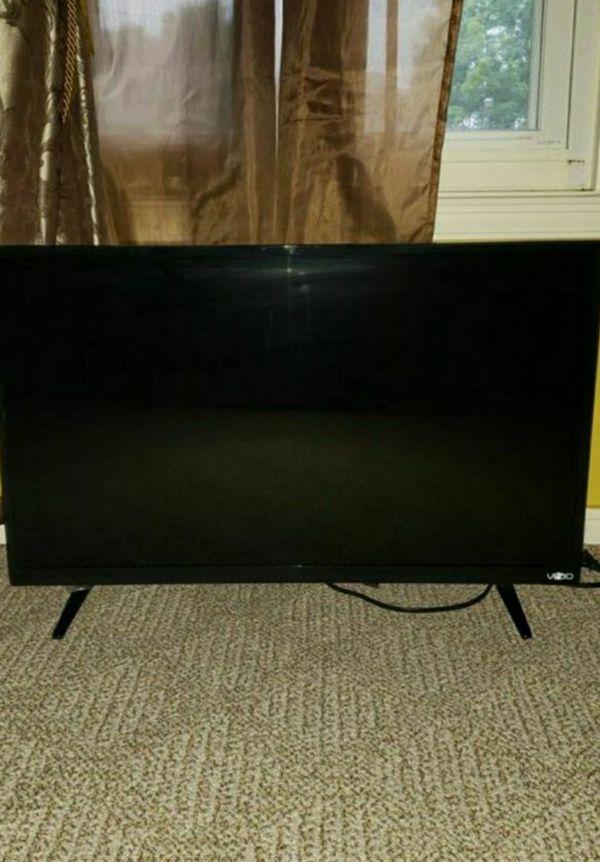 Vizio 32 inch TV great condition with remote
