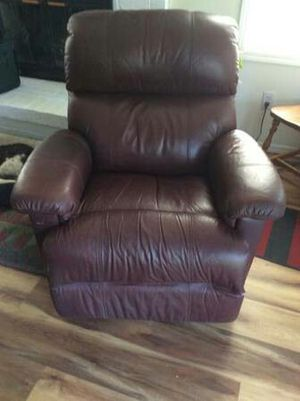 Leather recliner for Sale in East Wenatchee, WA