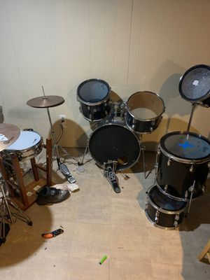 Pending pick up - Free drums for Sale in Joliet, IL