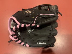 Wilson Girls Pink T-Ball / Baseball Toddler Glove Ages 2-4 for Sale in Peoria, AZ