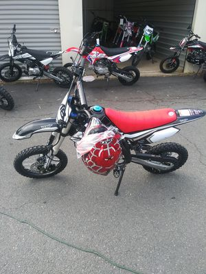 Brand New Apollo 125 semi automatic dirt bike for Sale in Fort Washington, MD
