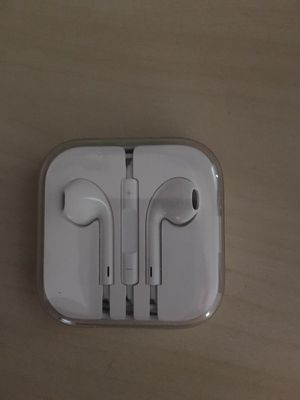 Apple headphones for Sale in Suffolk, VA