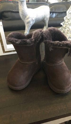 Toddler Ugg's boots for Sale in Fresno, CA