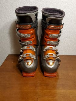 ATOMIC SKI BOOTS - MEN SIZE 9 for Sale in Lakewood,  WA