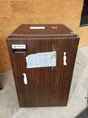 MINI FRIDGE BROWN USED for Sale in Las Vegas, NV