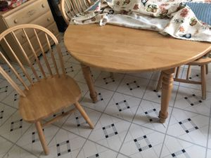 Kitchen table with 4 chairs for Sale in Cleveland, OH