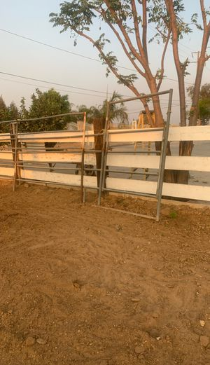 two horse panels for Sale in Jurupa Valley, CA