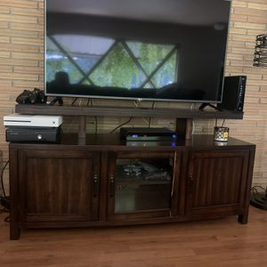 60 Inch TV STAND (CONSOLE) for Sale in Fresno, CA