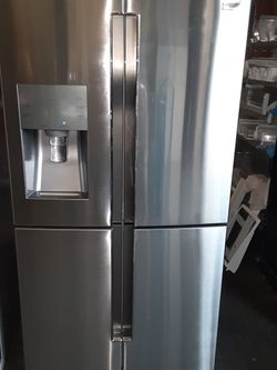 Refrigerator Samsung 2019 Like New Good Condition 3 Months warranty Delivery And Install for Sale in San Leandro,  CA