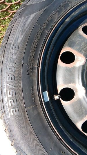 Tire 225 60 16 for Sale in Bakersfield, CA