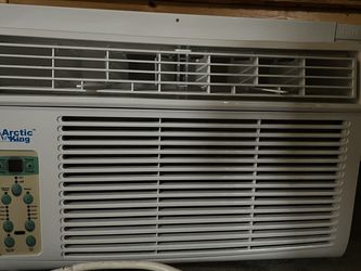 Window AC Almost New for Sale in Portland,  OR