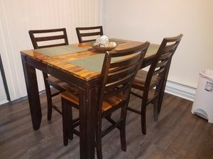 Expandable dining room table for Sale in Fairfax, VA